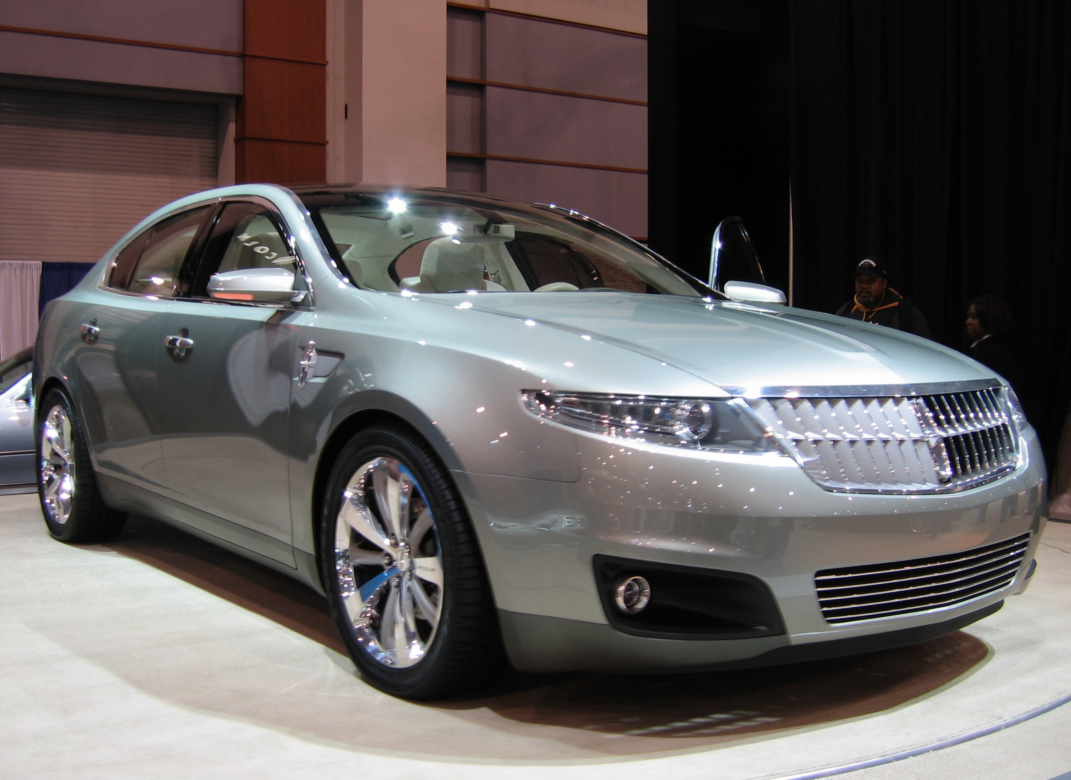 Lincoln MKS: 01 фото