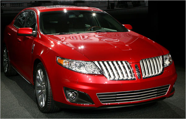 Lincoln MKS: 04 фото