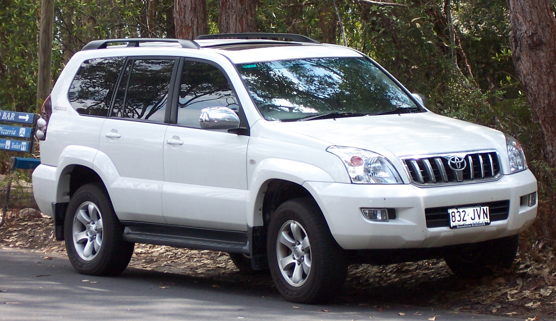 Toyota Land Cruiser Prado: 01 фото